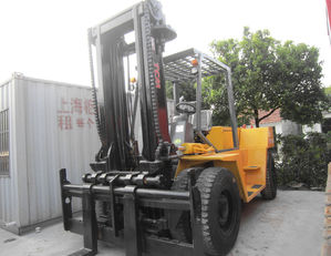 TCM FD150 container handler